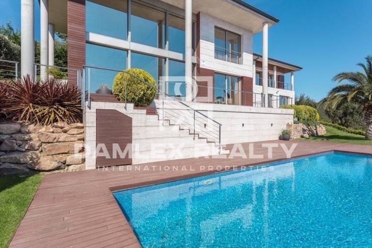 Nueva villa moderna con vistas al mar en Playa de Aro