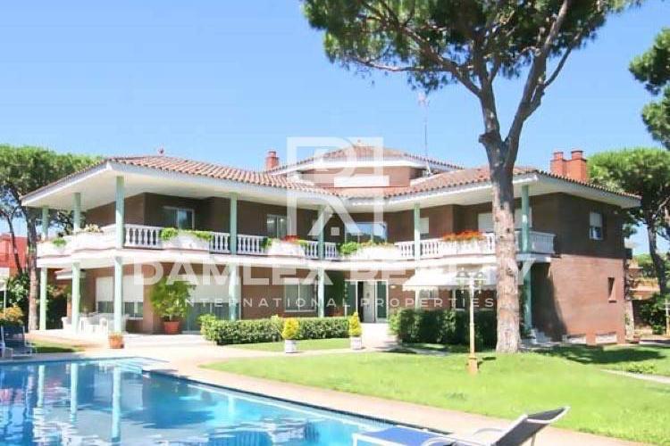 Villa en 2 linea del mar en Castelldefels
