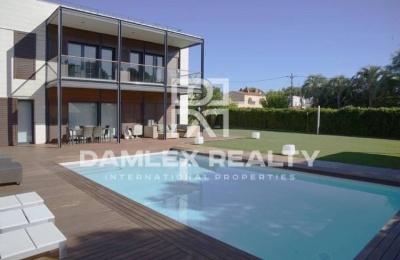 Villa moderna de 200 metros de la playa de Sitges