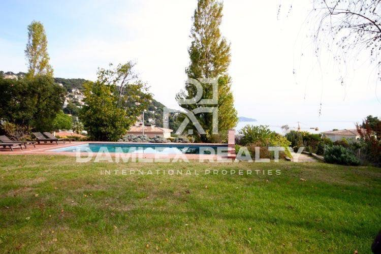Villa de estilo provenzal en la segunda línea del mar. Costa Brava