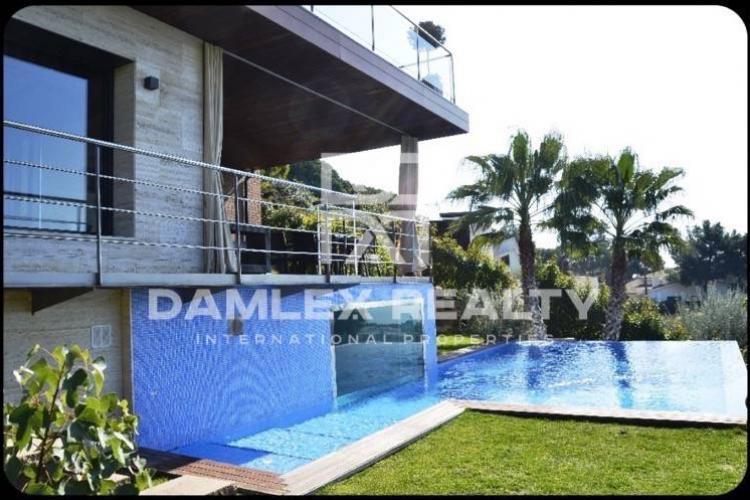 Villa con vistas panorámicas al mar ya la montaña en Costa Maresme
