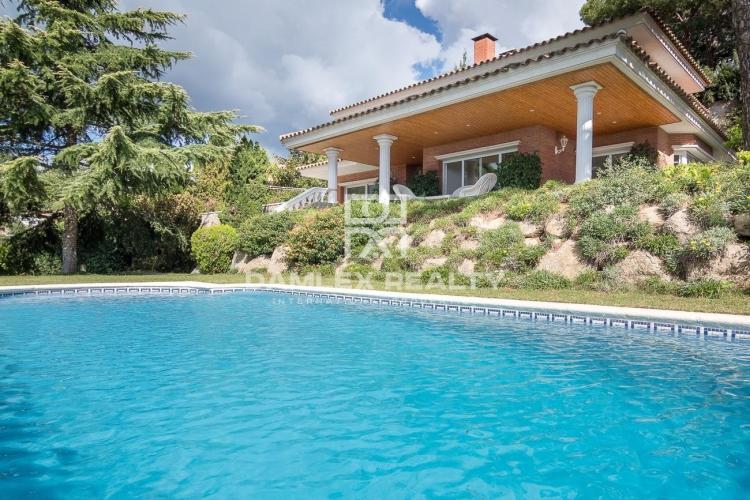 Amplia villa con vistas al mar en Cabrils