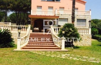 Villa con gran parcela y vistas al mar. Costa Maresme