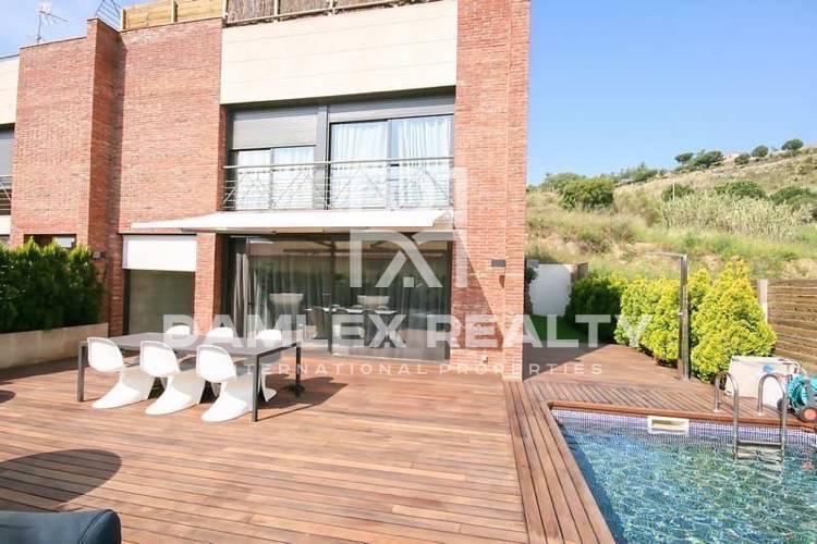Moderna casa en venta en Tiana. Costa Maresme