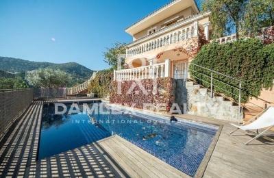 Villa en venta en urbanización cerca de Barcelona. Costa Maresme