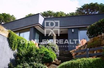 Casa en venta en la comunidad de montaña. Costa Maresme