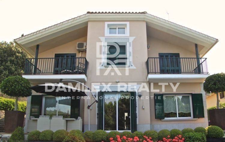 Villa en la prestigiosa urbanización en la Costa del Maresme