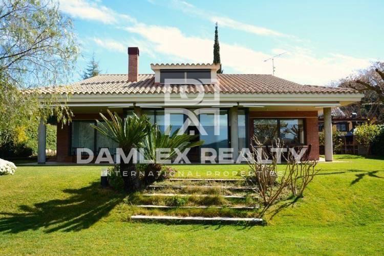 Casa / Villa de 4 habitaciones, parcela 1250m2, en venta en Cabrils, Costa Barcelona (Norte)