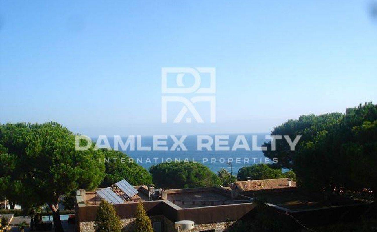 Nueva villa con vistas panorámicas al mar en Cala San Francisco