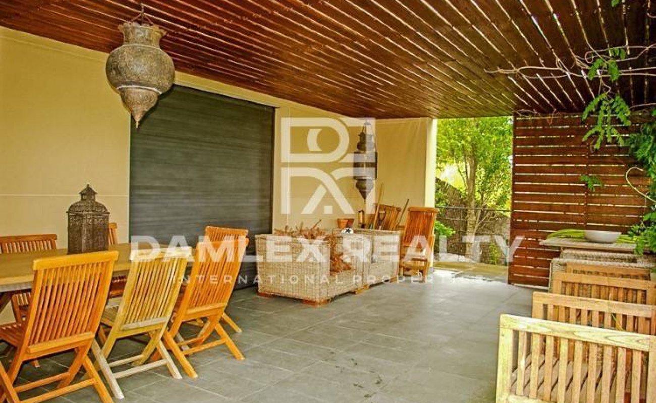 Villa con vistas frontales al mar en uno de los pueblos de élite en Costa Brava