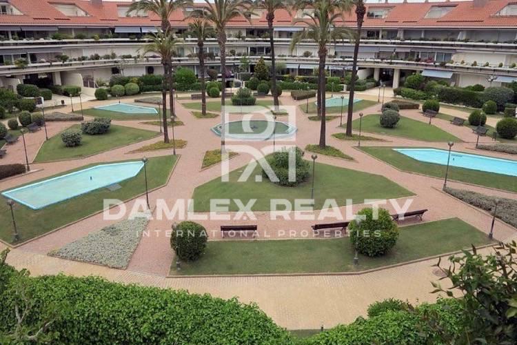 Apartamentos en exclusivo complejo vigilado en la playa de Sitges. Costa del Garraf