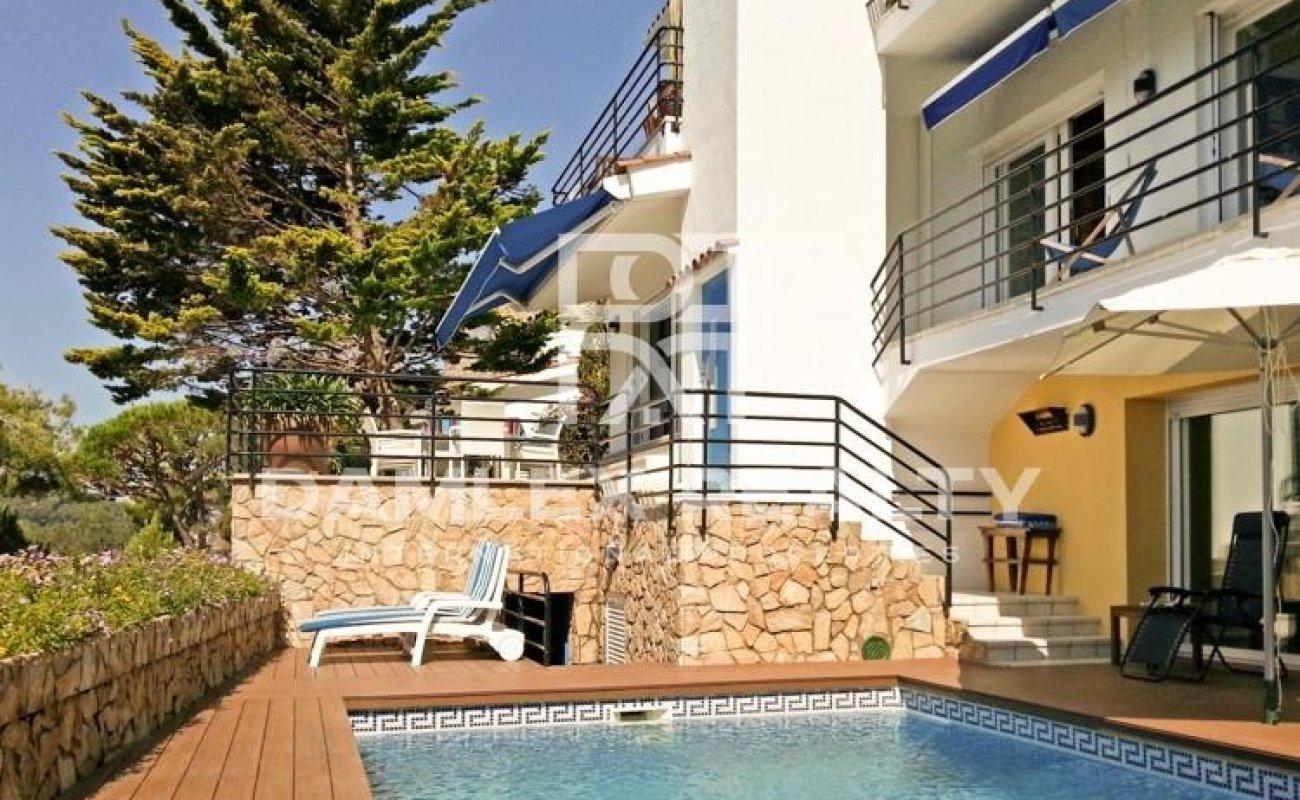 Costa Brava. Villa en urbanización en la localidad de Blanes