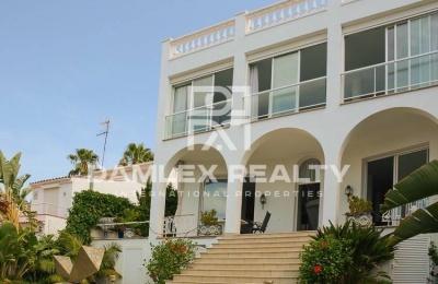 Villa con vistas panorámicas al mar y al pueblo. Sitges