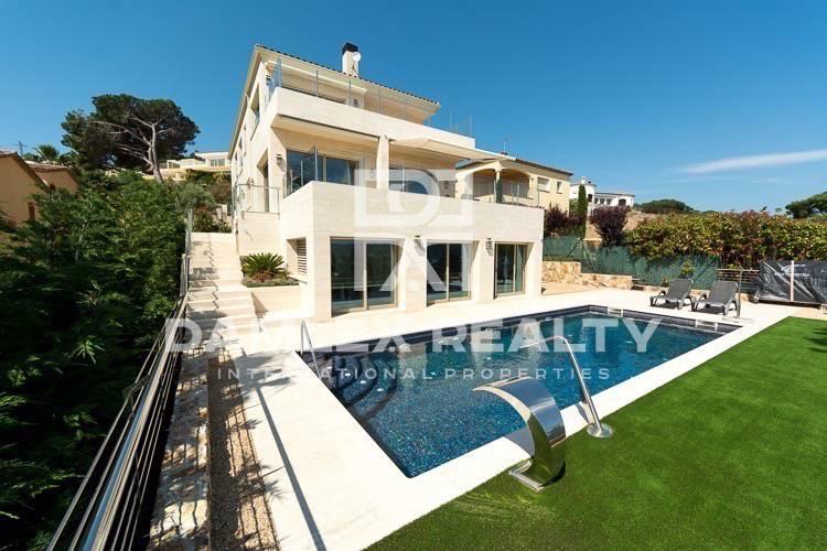 Nueva villa con vistas al mar y cerca de la playa
