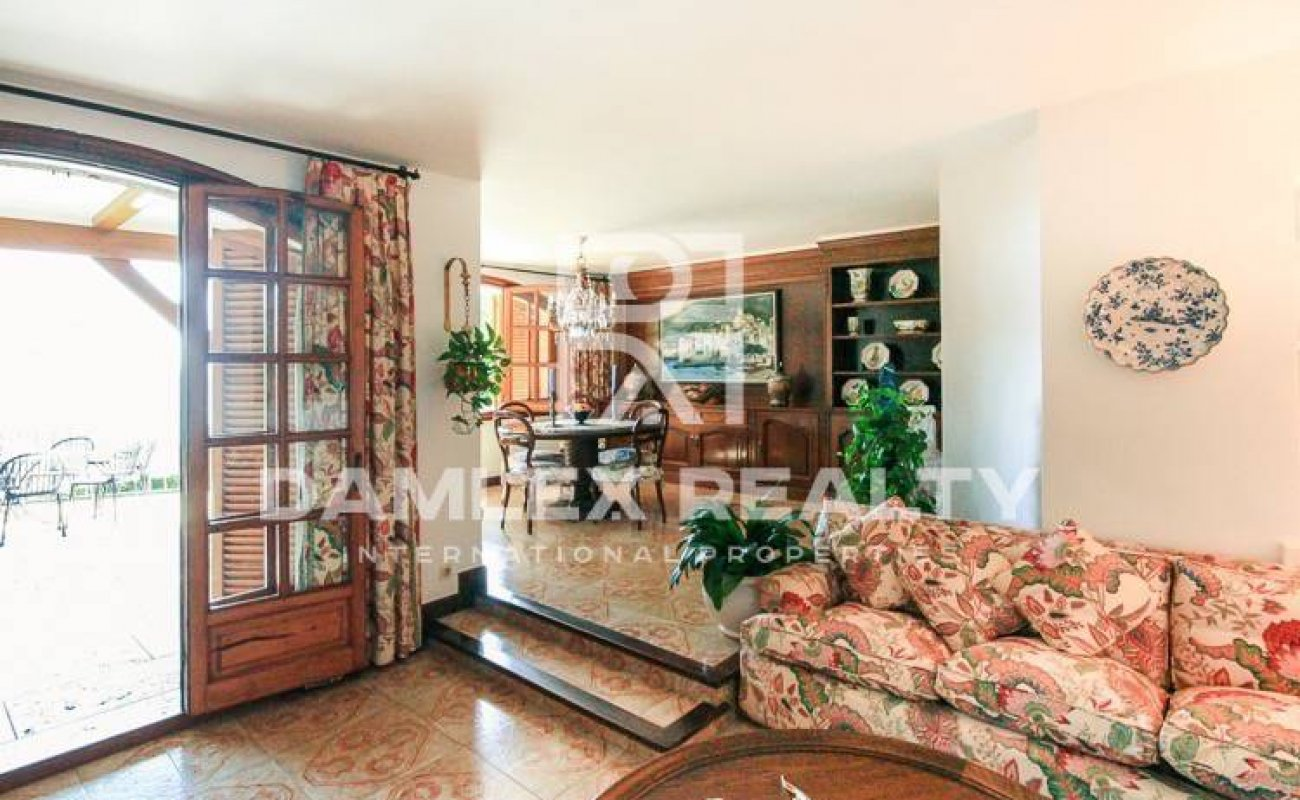 Propiedad única en la venta en Costa Brava: maravillosa mansión a 50 metros de la playa de Montgoda