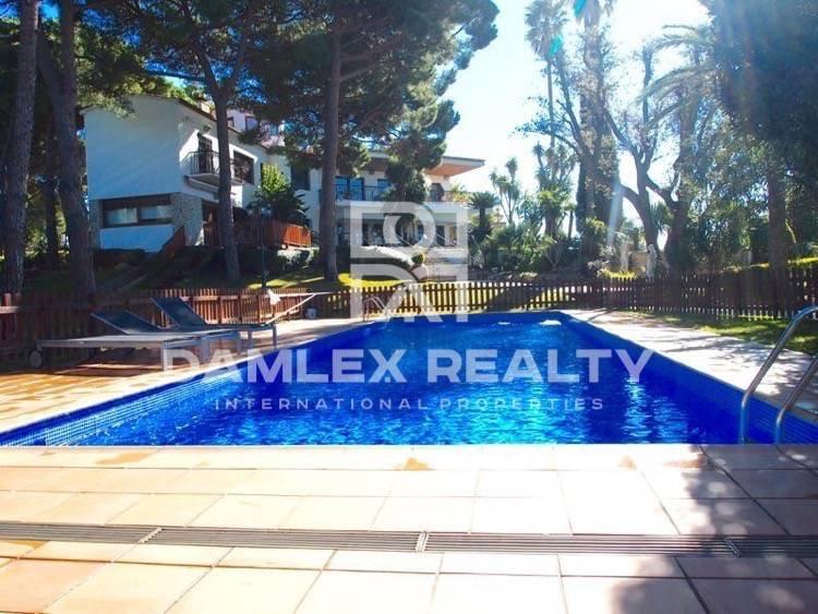 Villa con jardín cerca de la playa en  Costa Brava