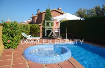 Villa en venta en Teia con vistas al mar