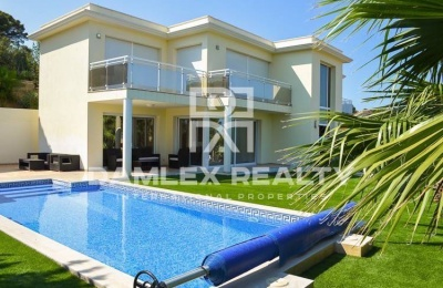 Villa con vistas al mar en Playa de Aro.