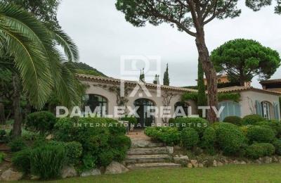 Villa con vistas al mar en una urbanización de lujo Costa Brava