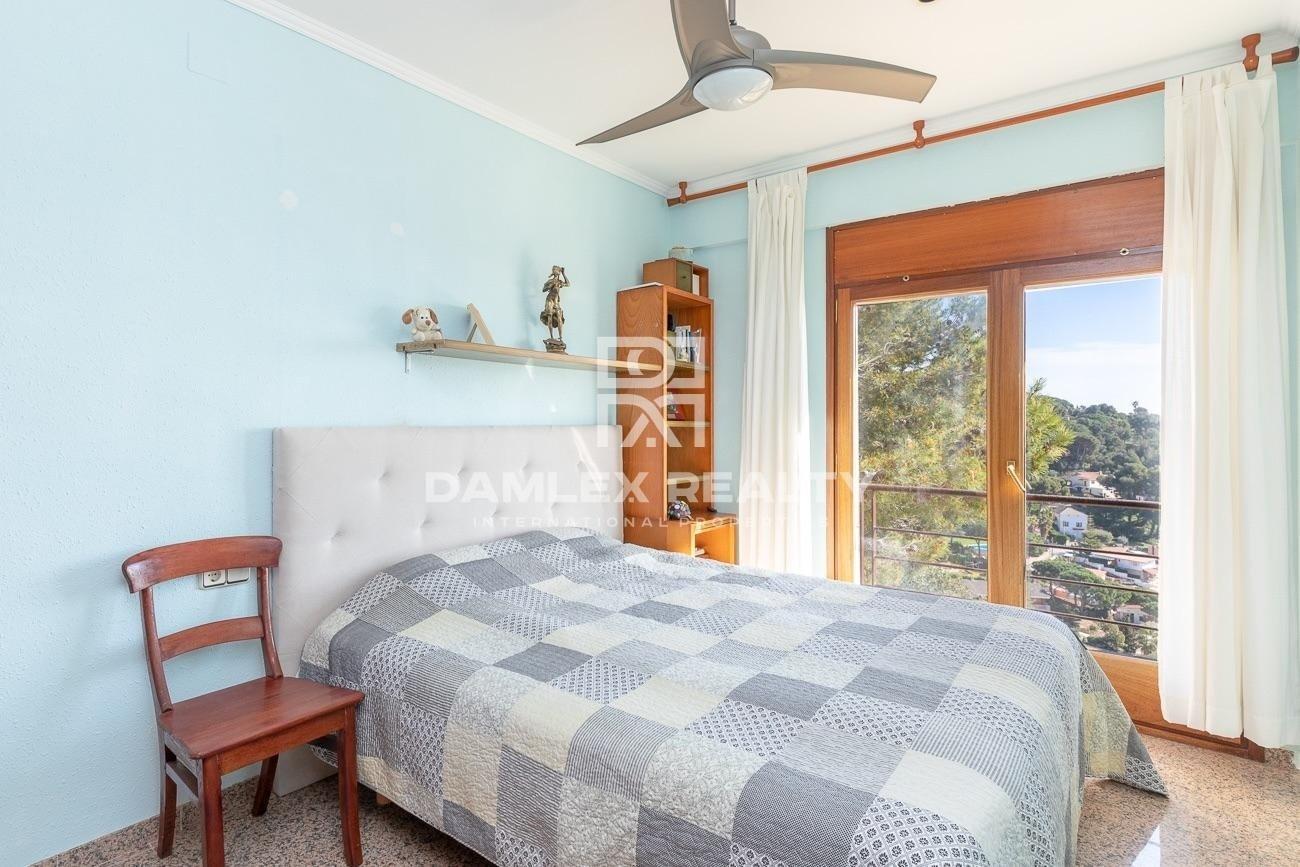 Villa de lujo con las vistas panorámicas al mar, en urbanización Roca Grossa