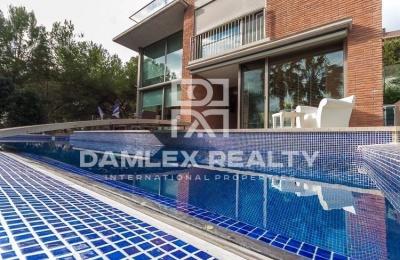Villa con una hermosa vista panorámica del mar. costa de barcelona
