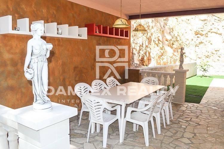 Villa con fabulosas vistas al mar en la Costa Bravacon con licencia turistica