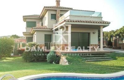 Villa con vistas a la montaña en Calonge. Costa Brava