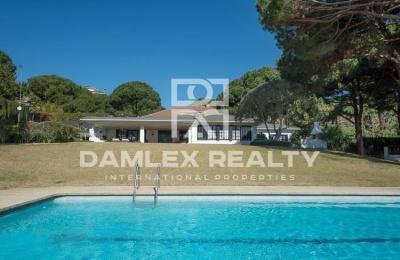 Villa con piscina en Sant Andreu de Lavaneres. costa de barcelona