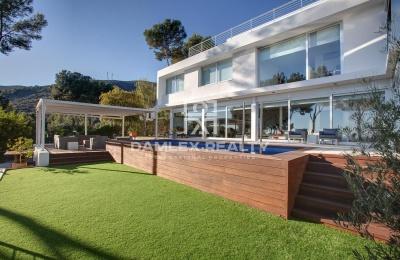 Villa de estilo moderno en la localidad de Castelldefels, Barcelona