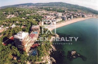 Apartamentos en la primera línea del mar en un complejo residencial. Costa Brava