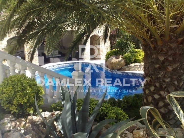 Villa en Lloret de Mar con una gran parcela.