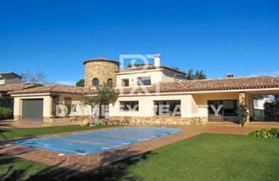 Villa cerca del club de golf en la Costa Brava