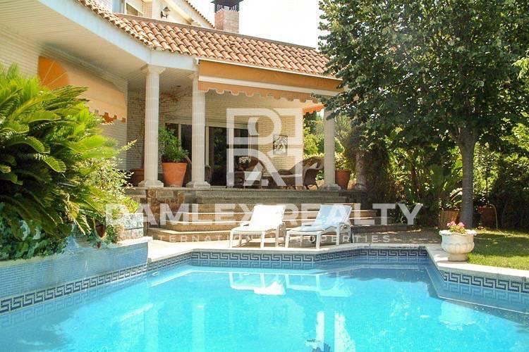 Casa / Villa de 8 habitaciones, parcela 1100m2, en venta en Cabrils, Costa Barcelona (Norte)