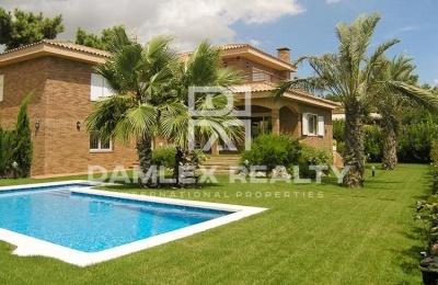 Villa 650 metros del mar. Costa de barcelona
