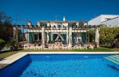 Villa de dos plantas en la localidad de Sant Feliu de Guixols. Costa Brava