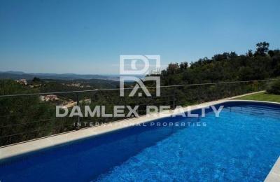 Villa con una vista panorámica de la Costa Brava