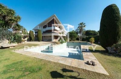 Gran casa en la localidad de Sitges, a sólo 550 metros de la playa