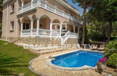 Villa en urbanización con campo de golf. Costa Brava