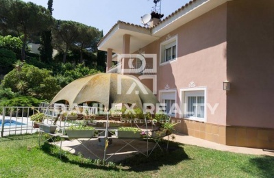 Casa en Sant Andreu de Llavaneras con un jardín grande y hermoso