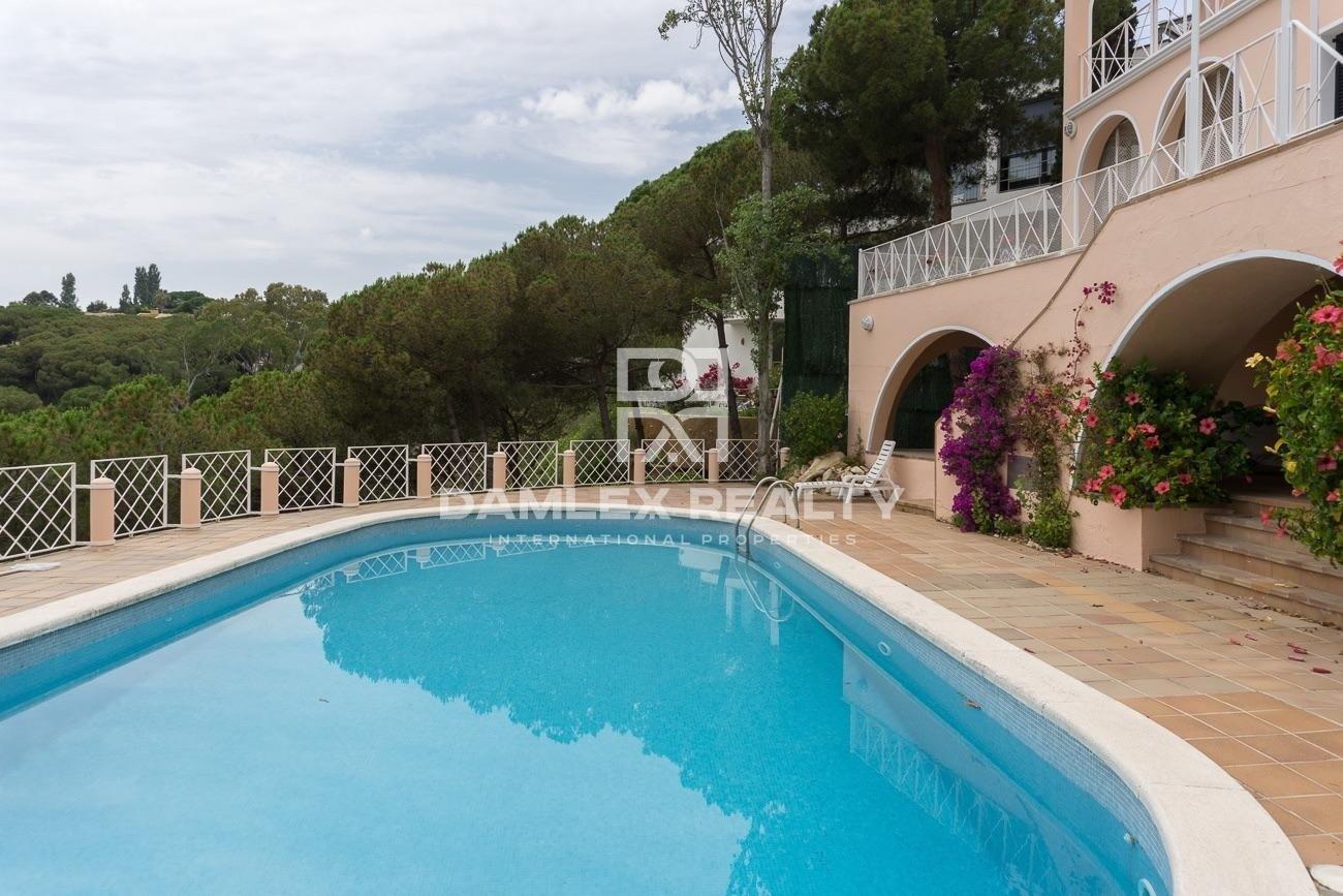 Villa en primera línea de mar en una pintoresca bahía. Costa Brava