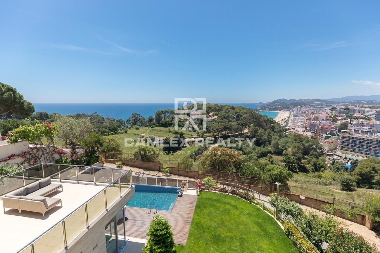 Villa moderna con vistas al mar en la Costa Brava