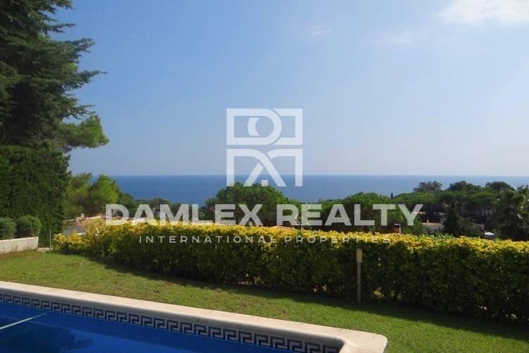 Villa con vistas al mar frente a Costa Brava