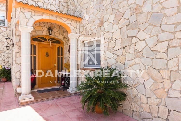 Villa con una gran parcela de 20.000 m2 de tierras. Costa Brava