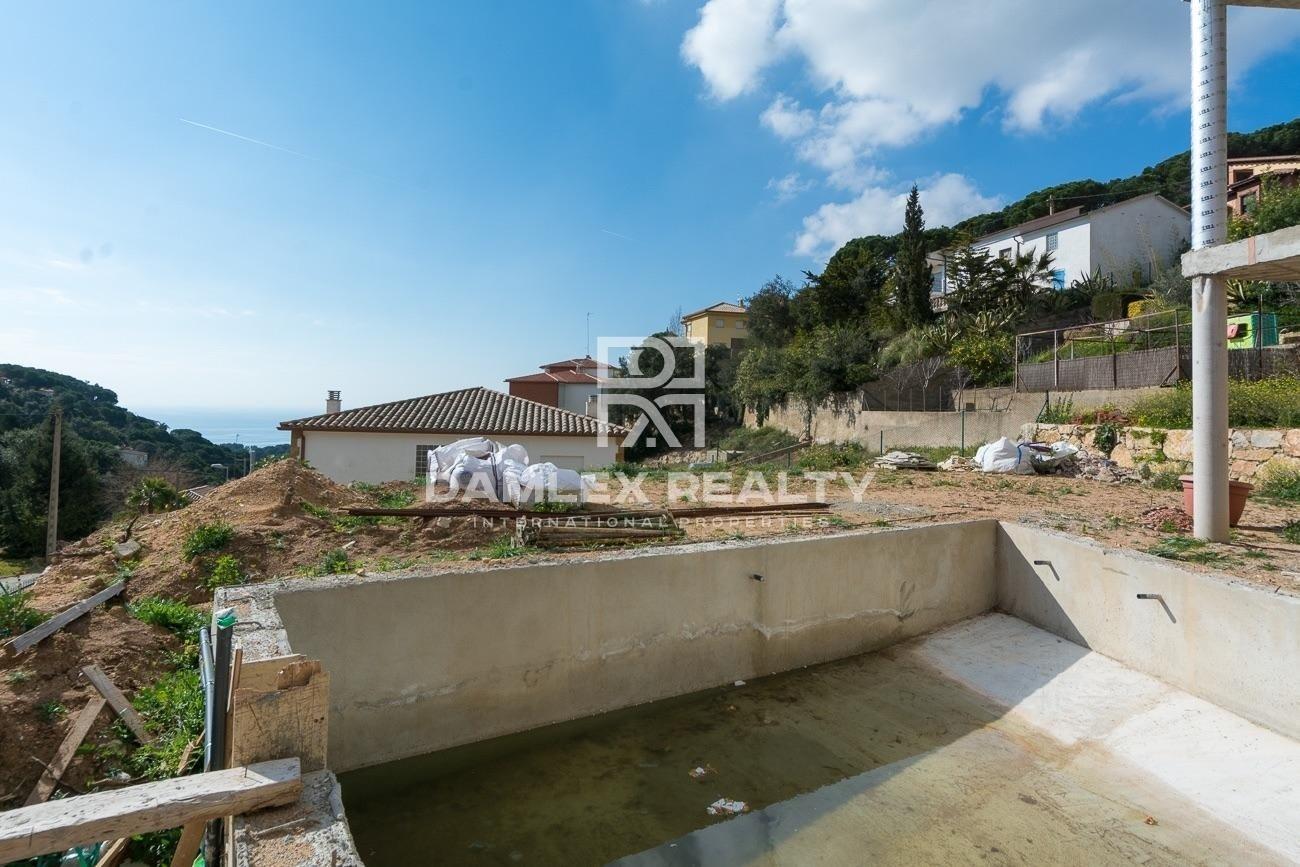 Nueva villa de estilo en una hermosa urbanización de la Costa Brava
