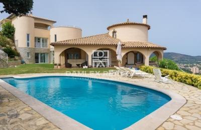 Villa con vistas al mar y montaña en Calonge. Costa Brava