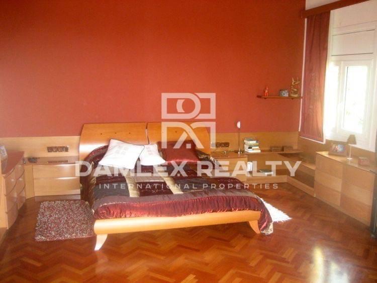 Casa de dos plantas con 5 dormitorios en Lloret de Mar.