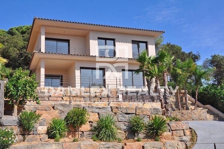 Nueva villa con vistas al mar y a la montaña en Lloret de Mar