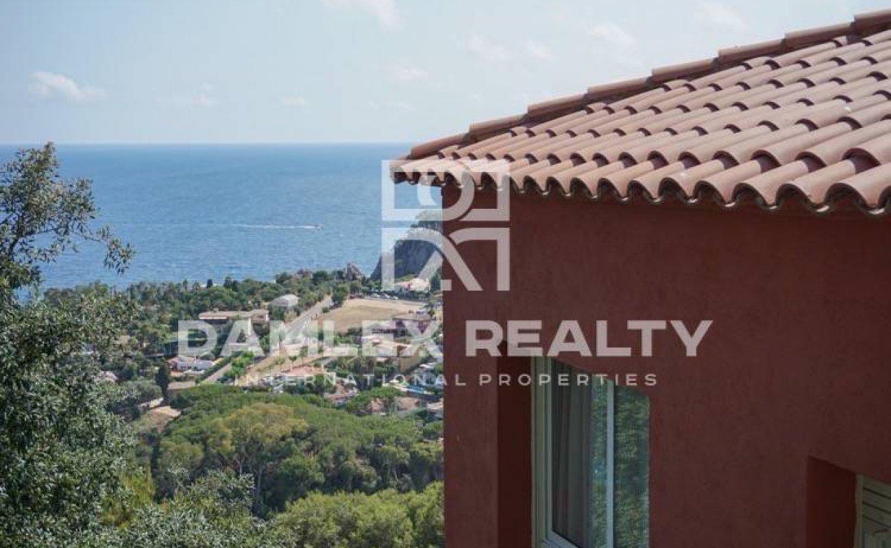 Villa con vistas al mar en la urbanización de Blanes