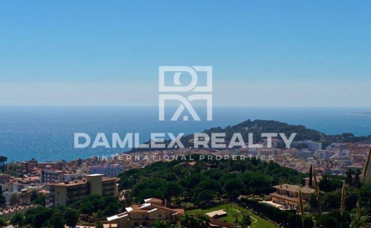 Una parcela de terreno con vistas al mar. Costa Brava