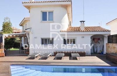 Villa con piscina y sauna en  Alella. Costa de Barcelona